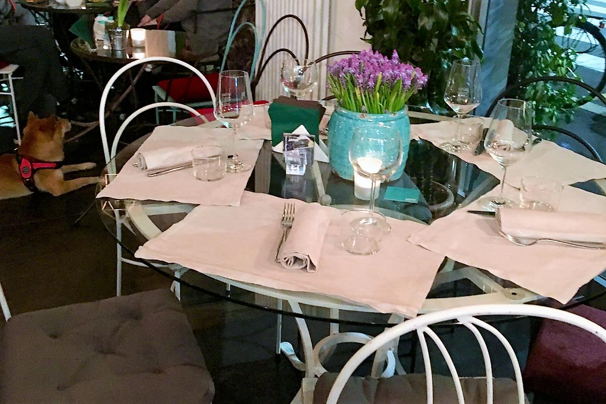 Mint Garden Café mangiare immersi tra i fiori 4 pranzo cena